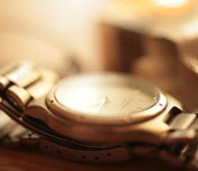 動かなくなった腕時計の修理